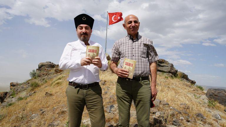 Yamaçlarında 700 şehidin can verdiği Kara Tepe'de kitap tanıttılar