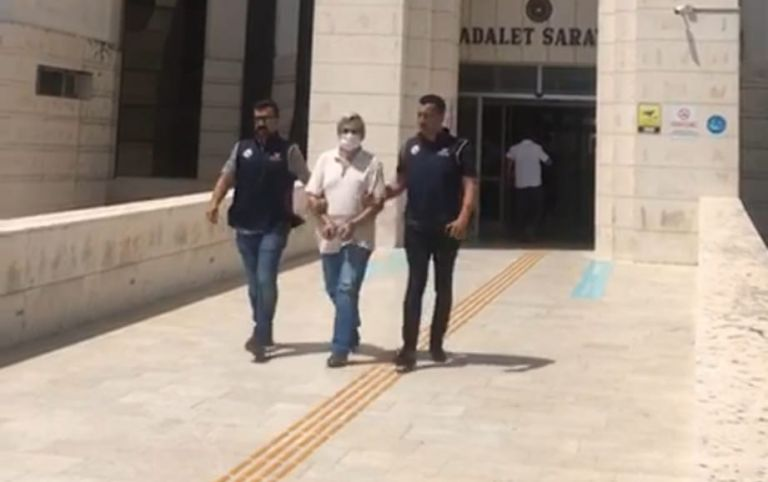 Edremit'te FETÖ/PDY firarisi Doçent yakalandı